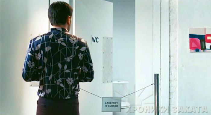 Смотрю: туалет, ровно такая же веревочка и подпись «Туалет не работает». Я стал думать, это туалет не работает или это произведение искусства под названием «Туалет не работает»