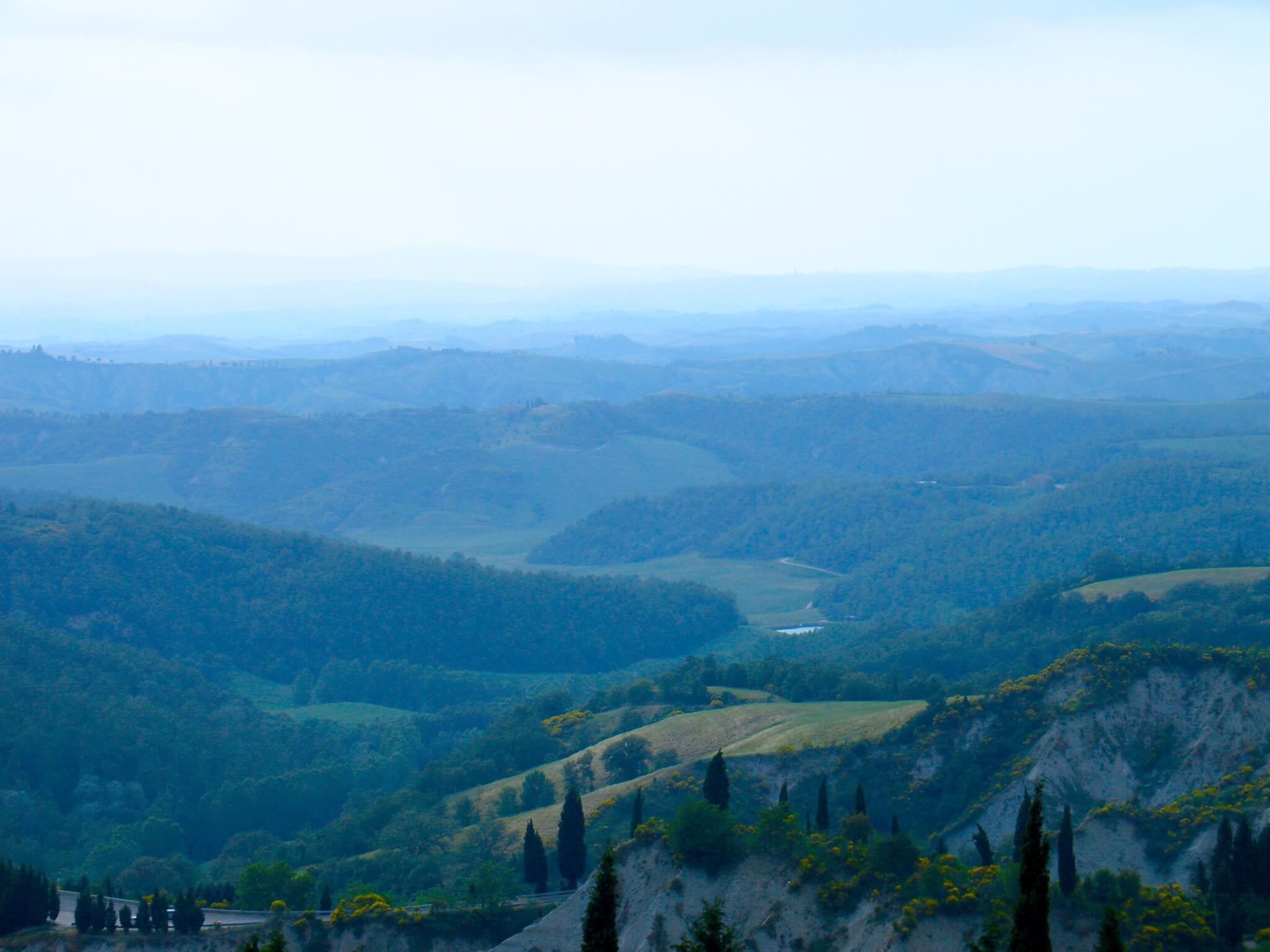 Воздушная перспектива лучше всего видна на фотографиях гор. Источник: vitruvianstudio.com